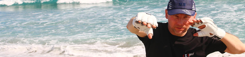 Szénási sensei edz a tengerparton